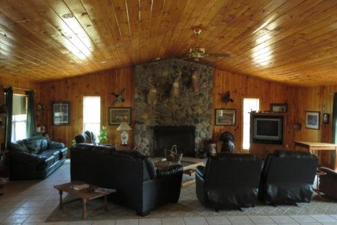 Lodge inside LR